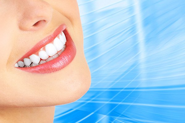Teeth Whitening Tricks That Give You A Beaming Smile